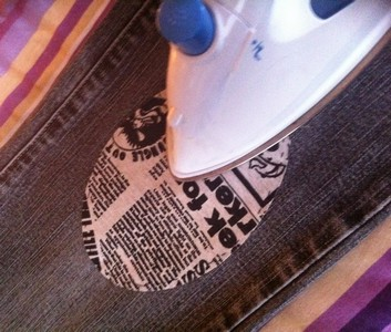 Vintage-Patch Jeans Repair Newsprint Oval Patch ironed on small